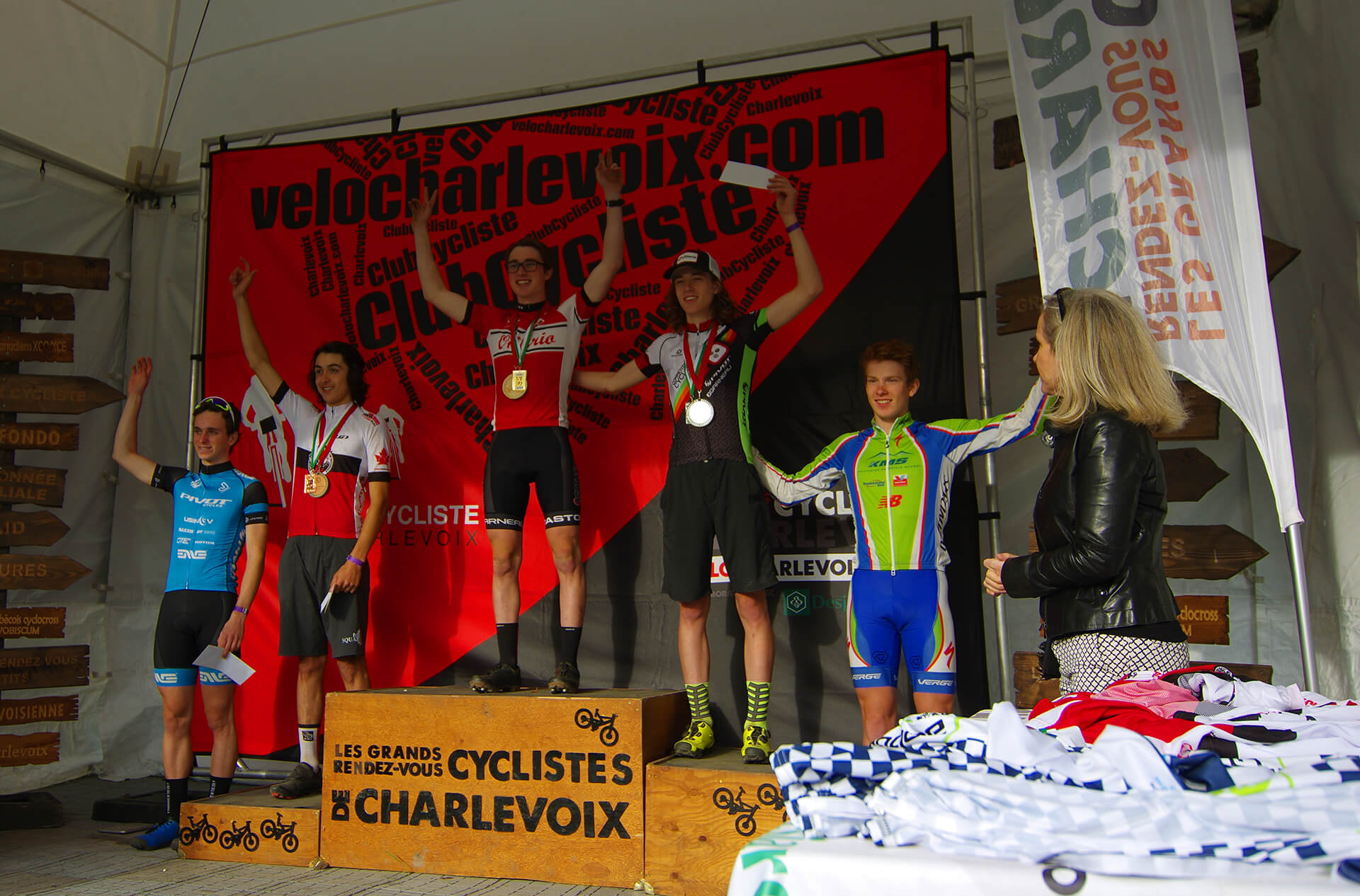 Podium Junior Epxert M